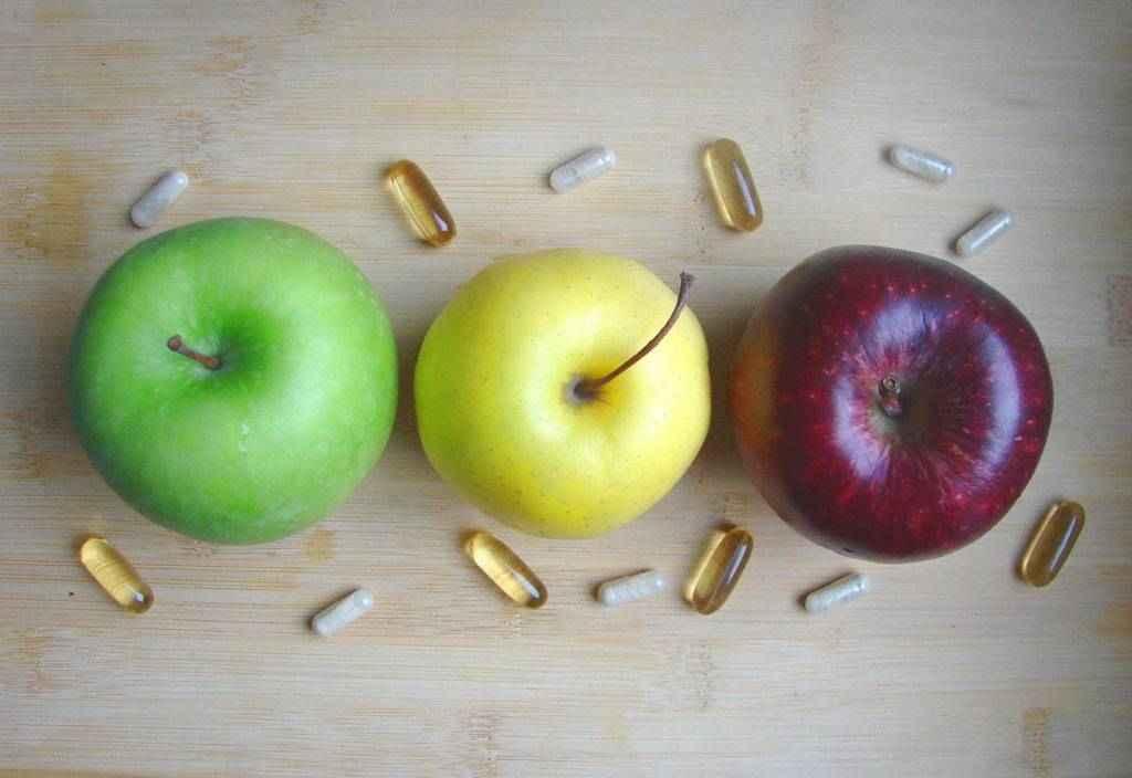 Фото аскорбинка и яблоко